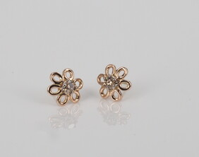 Earrings - Flower studs with cognac diamond centres