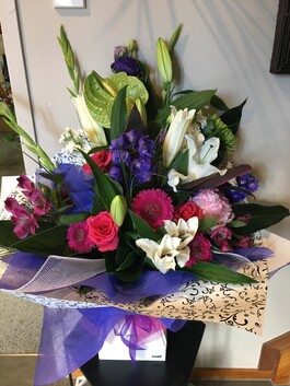 Water Box Bouquet - Large