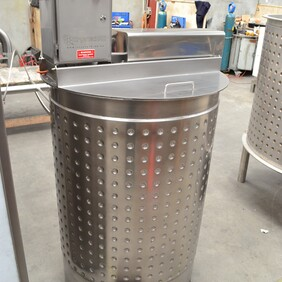 CrystechNZ single speed mobile Crystalliser Tanks with control box