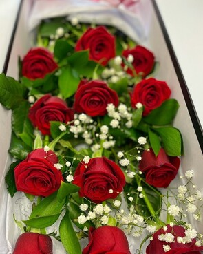 BOXED ONE DOZEN RED ROSE