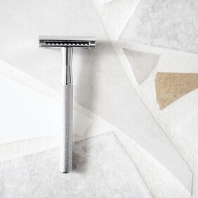 Stainless Razor: Long handle, Silver