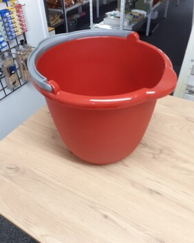 Bucket with spout